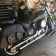 Kevin's Yamaha V Star 1100 w/ Charger Series Saddlebags
